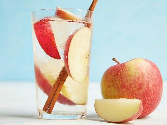 nước detox quế táo